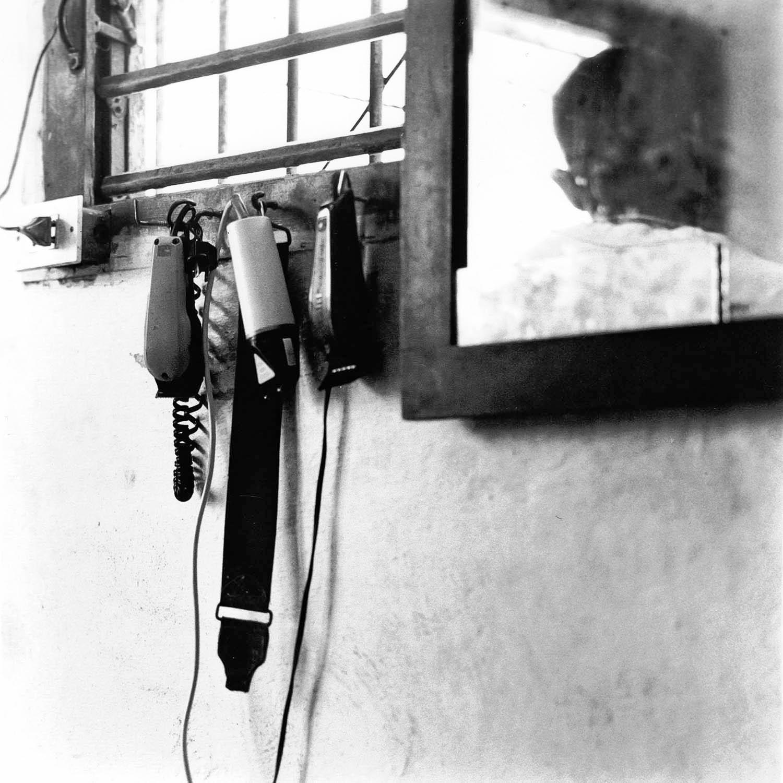 Chez le barbier, tondeuses, La Havane, Cuba 1999