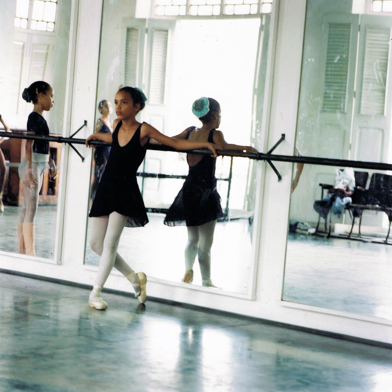 Danseuse de Prodanza en pointes, La Havane, Cuba1999