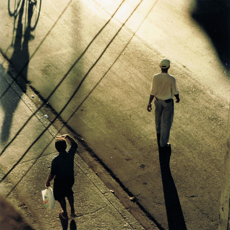 Passants dans la lumière du soir, La Havane, Cuba 1999