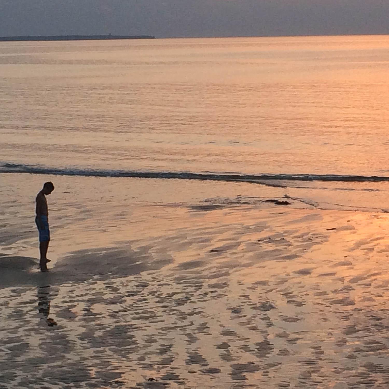 Sur la plage, crépuscule