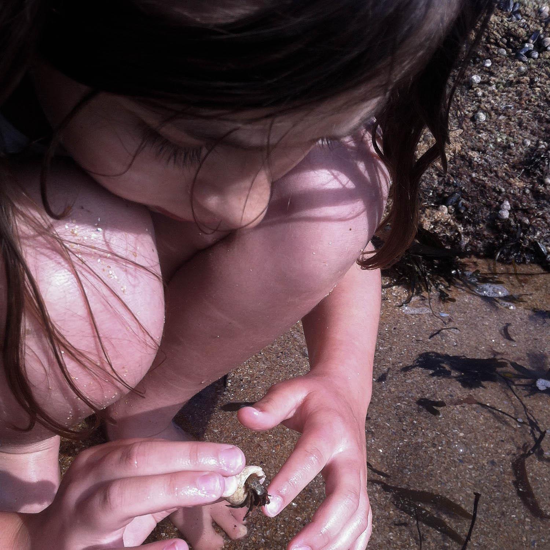 Enfant et bernard l'hermite