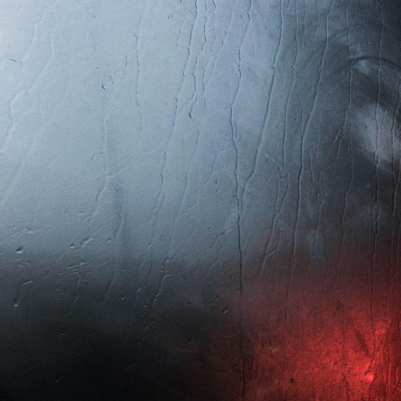 Pluie et reflets sur la vitre